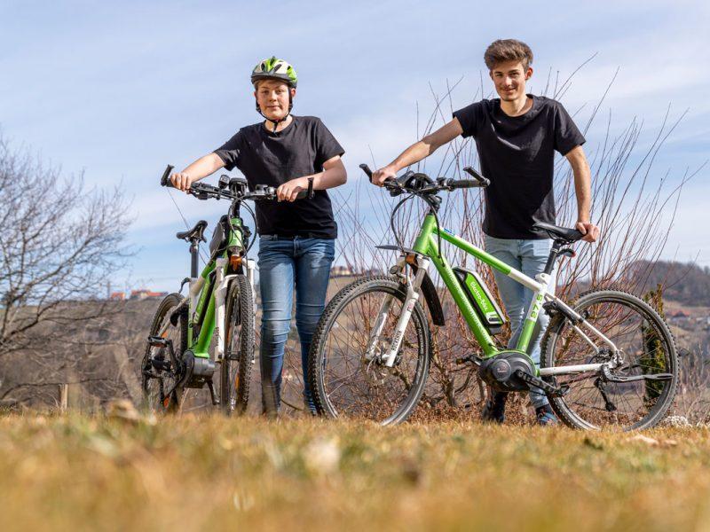 Clemens und Mathias mit E-Bikes